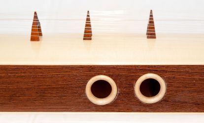 Ko-Ta-Mo aus Wenge mit Schalllocheinlagen aus Ahorn