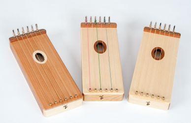3 String-Gameboys mit unterschiedlicher Besaitung