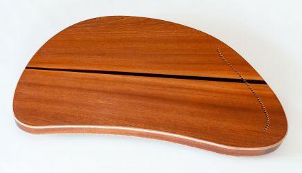 Rückseite Klang-Ohr mit Blick auf Saiteneinfädelung