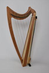 Kirschholz mit Harfenständer